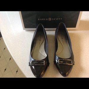 Karen Scott Black Flats